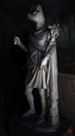 Анубис. Статуя , где голова шакала на теле Гермеса