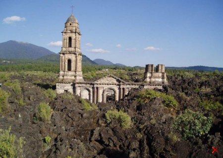 Церковь Сан-Хуан-Парангарикутиро, Мексика
