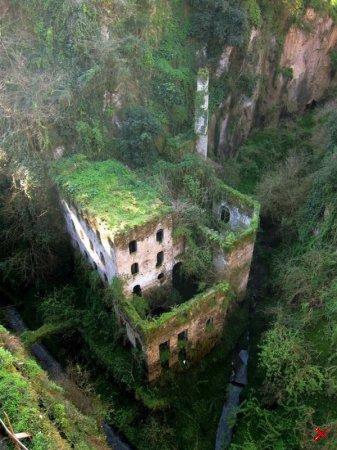 Заброшенная мельница 1866 года в Сорренто, Италия