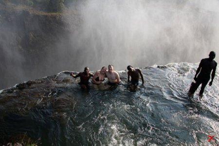 Бассейн-водопад в Зимбабве